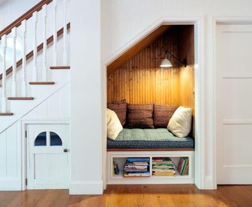 coin lecture sous l'escalier