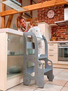 mère et enfant dans la cuisine